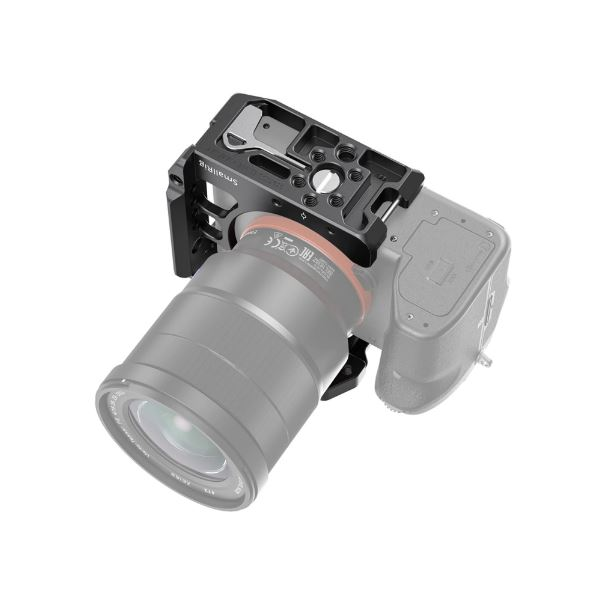 SmallRig-2629-06-Half-Cage-Sony-A7III-A7RIII-A7RIV-P%C3%B3%C5%82klatka-Operatorska.JPG