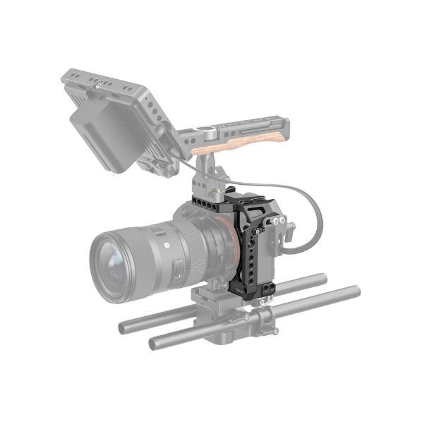 SmallRig-2629-08-Half-Cage-Sony-A7III-A7RIII-A7RIV-P%C3%B3%C5%82klatka-Operatorska.JPG