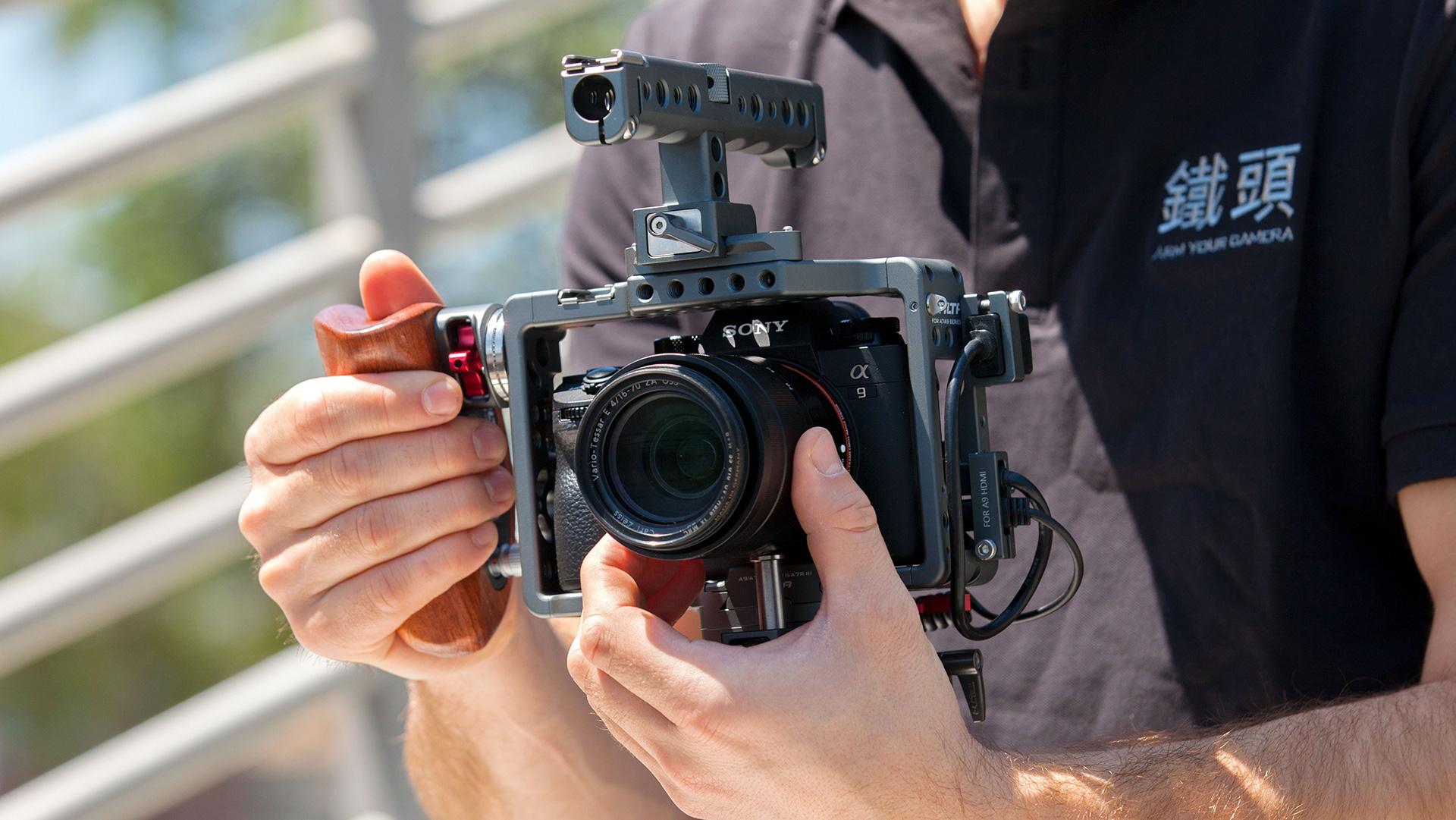 Tilta ES-T17-A V2 - klatka operatorska z rączką i spustem migawki dla aparatów Sony A7, A7S II, A7 III, A9