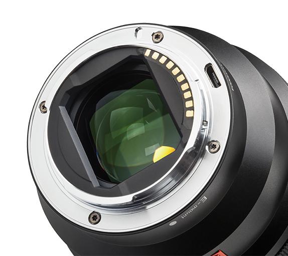 Viltrox PFU RBMH 85mm f/1.8 STM dla Sony FE posiada złącze micro-USB do łatwej aktualizacji firmware
