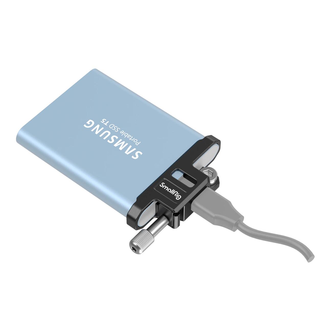 smallrig-3300-ssd-usb-c-cable-clamp-zabezpieczenie-portu-samsung-t5-bmpcc-6k-pro.jpg